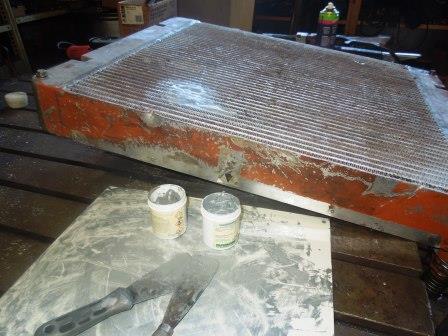 Kühler mit Metallkitt repariert